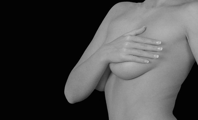 ženská prsa