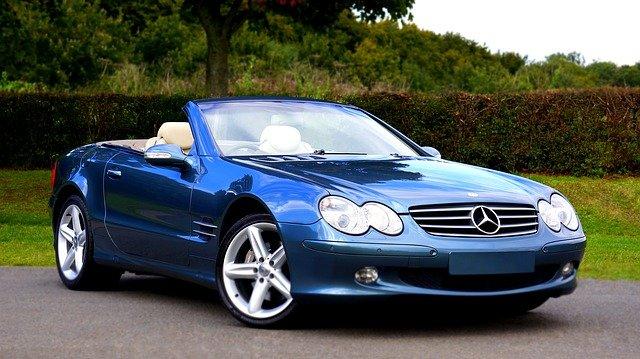 modrý Mercedes