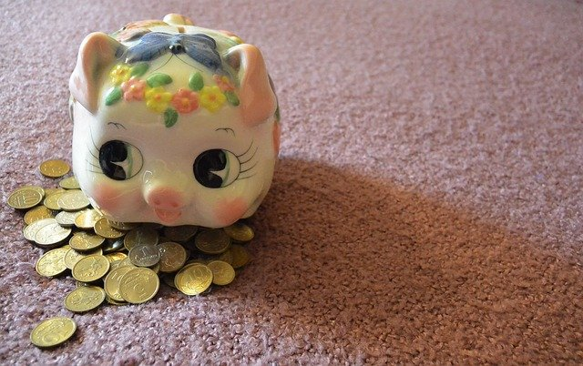 pokladnička s mincemi