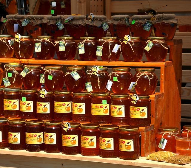 prodej medu na trhu