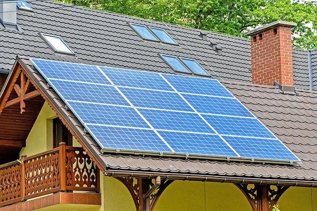 solární panely na domě