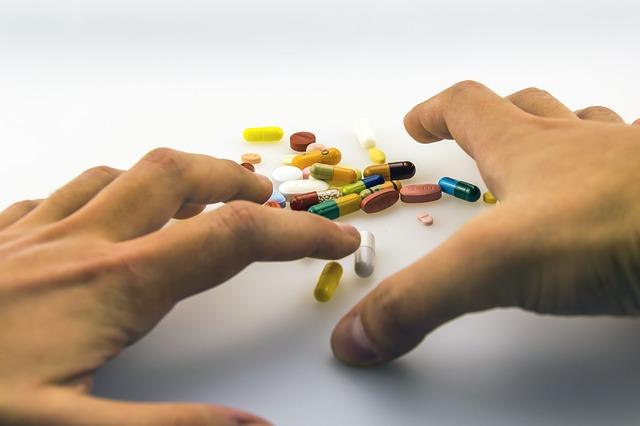 ruce u léků