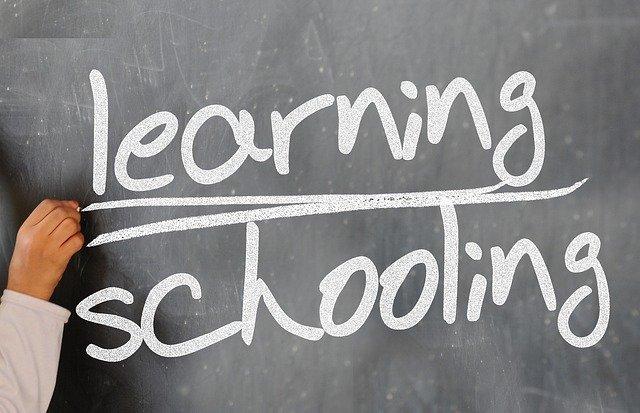 nápisy učení a školení