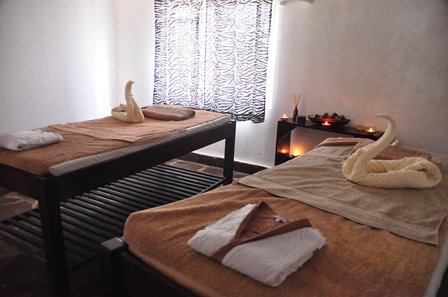 masážní lehátka, ručníky,  salon