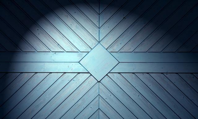 dřevěná vrata