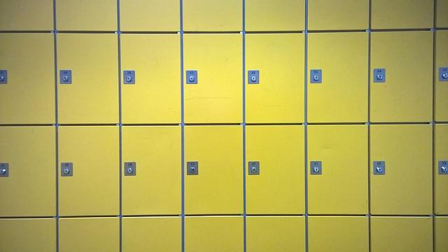 žlutá dvířka