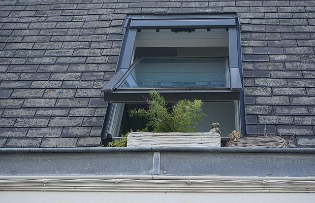 okno v betonové střeše