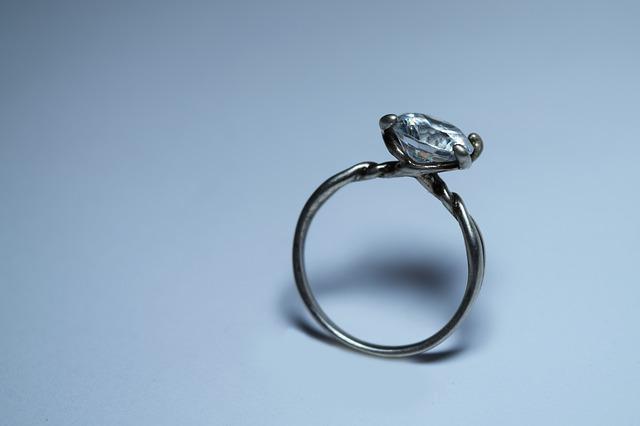 šperk s diamantem.jpg