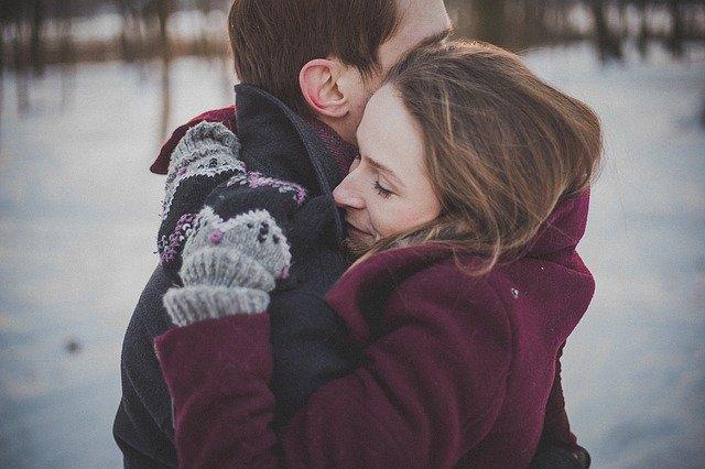 objetí v zimě