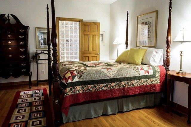 dřevěná podlaha v ložnici.jpg