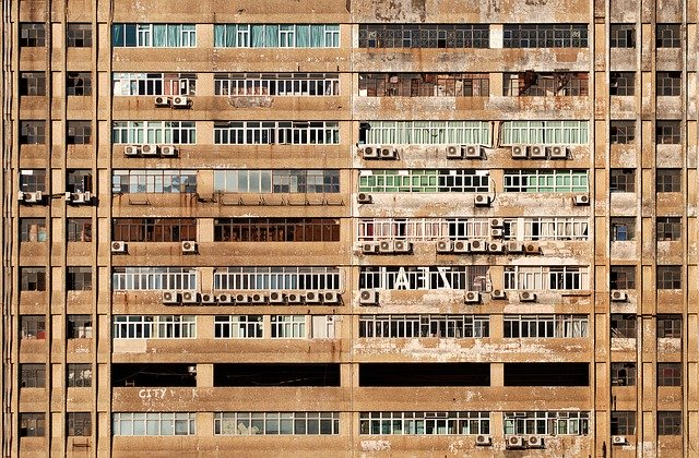 bytový dům s klimatizacemi